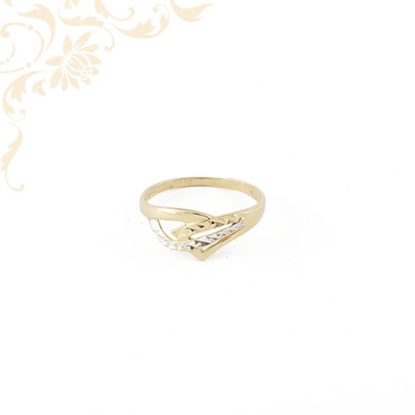 Kissúlyú, áttört fejrészű női arany gyűrű